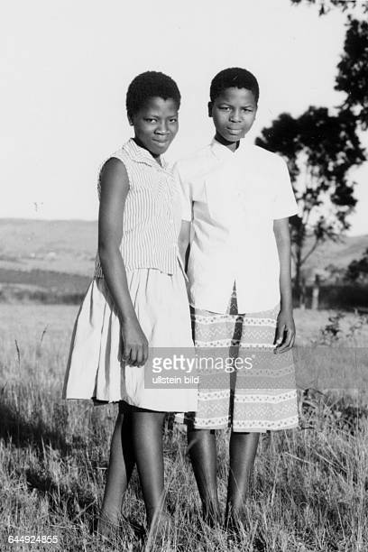 Ntfombi; Indlovukati of Swaziland born Ntfombi Tfwala; Queenmother, Mutter des Königs Mswati III rechts, links Tochter von King Sobhuza,Aufnahmedatum...