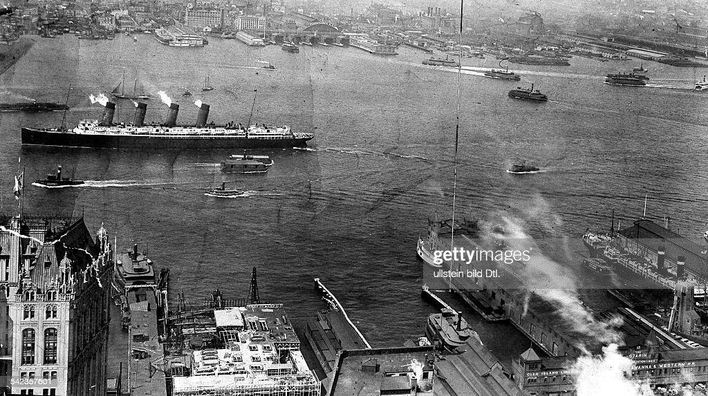 NEW YORK: LUSITANIA. /nThe Cunard liner 'Lusitania' photographed in New York Harbor, 1907-08. : Nachrichtenfoto