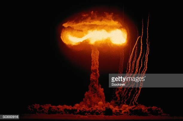 nuclear mushroom cloud - cinza nuclear - fotografias e filmes do acervo
