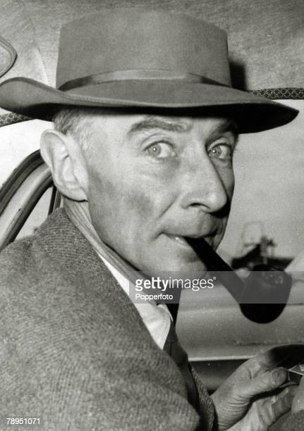 circa 1950 Robert Oppenheimer US Nuclear Physicist who was leader of the atomic bomb project set up at the Los Alamos laboratory in New Mexico during...
