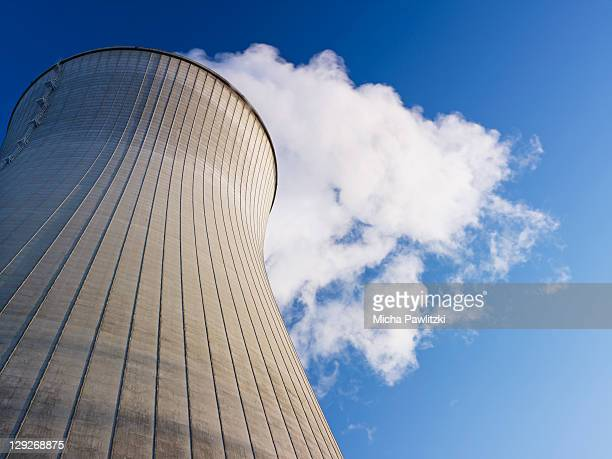 nuclear power plant - atomic imagery photos et images de collection