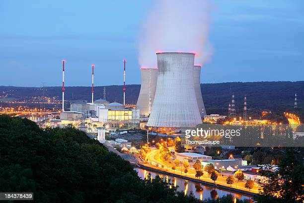 nuclear power plant - atomic imagery stockfoto's en -beelden