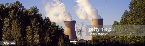 nuclear power plant with trees in foreground - timothy hearsum photos et images de collection