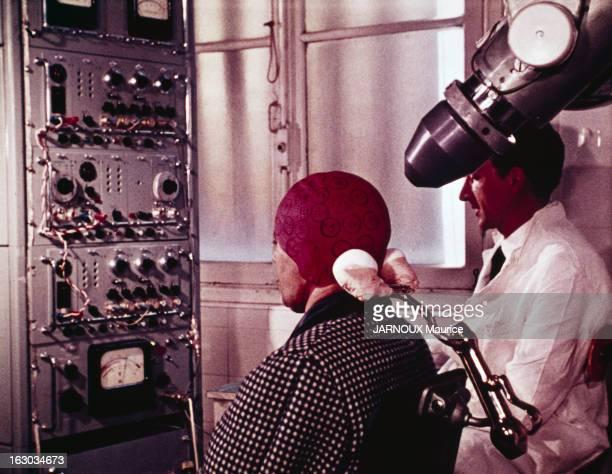 Nuclear Power Plants In France En France en octobre 1965 la radioactivité utilisée à des fins médicales Dans un laboratoire un cobaye muni d'un...