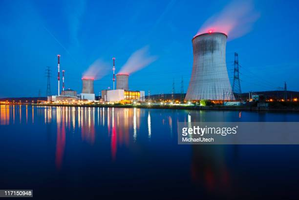 Centrale nucléaire de nuit
