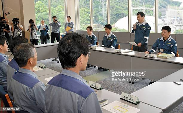 A Nuclear Regulation Authority staff explains the process of examination of the No3 reactor to the Kansai Electric Power staffs at the utility's...