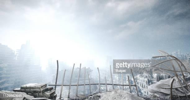 paisaje urbano de invierno nuclear - bomba nuclear fotografías e imágenes de stock