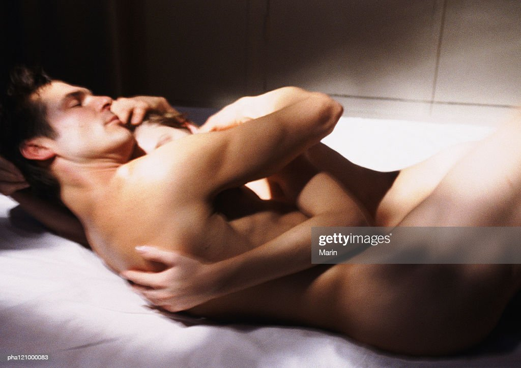 Nude couple embracing, side view : Stockfoto