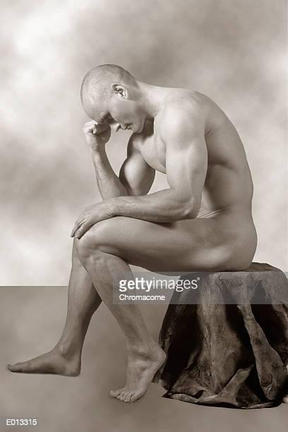 nude male posed as thinker - naakte man en profiel stockfoto's en -beelden