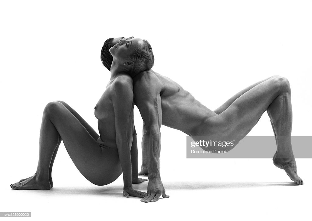 Nude man and nude woman, back-to-back on hands and feet, leaning heads on shoulders, B&W : Stockfoto