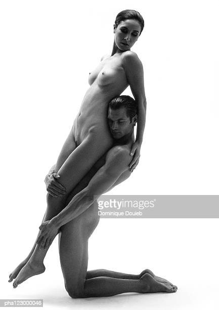 nude man on knees holding nude woman up by the legs, facing the same direction, b&w - bailarines desnudos fotografías e imágenes de stock