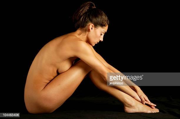 nude model profile - naakte meisjes stockfoto's en -beelden