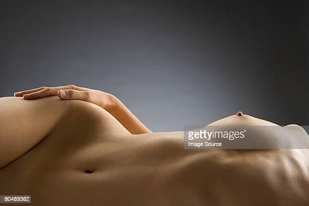 nude woman - donna nuda sdraiata foto e immagini stock