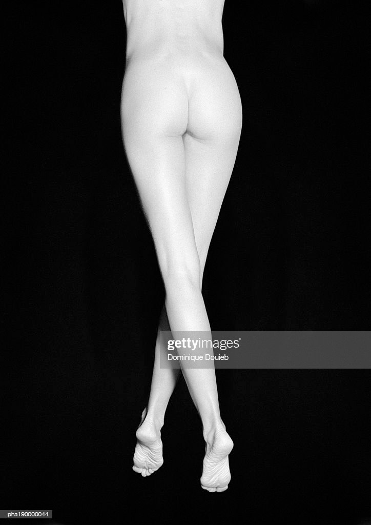 Nude woman standing, lower half, rear view. : Stockfoto