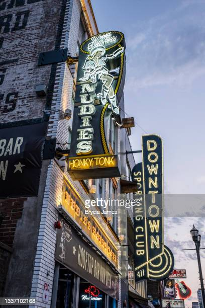nudies honky tonk in nashville - brycia james stock pictures, royalty-free photos & images