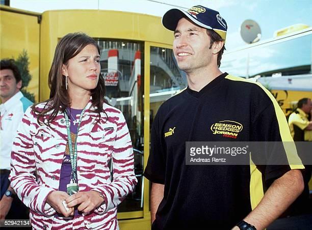 EUROPA 2001 Nuerburgring HeinzHarald FRENTZEN/GER mit seiner Frau Tanja