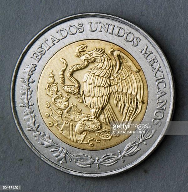 5 nuevos pesos coin obverse coat of arms Mexico 20th century