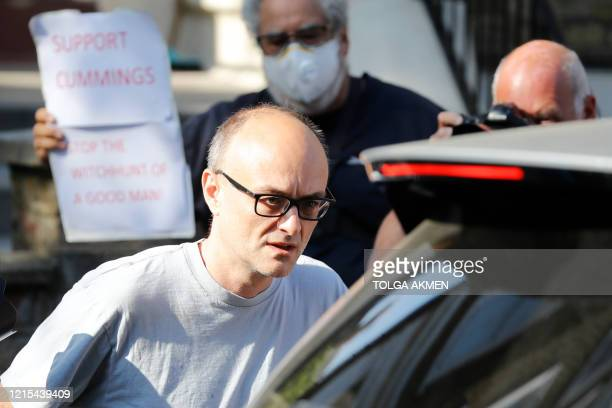 Number 10 special advisor Dominic Cummings leaves his residence in north London on May 27, 2020. - British Prime Minister Boris Johnson faces a...