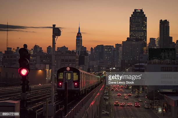 number 7 train and manhattan - queens new york city stock pictures, royalty-free photos & images