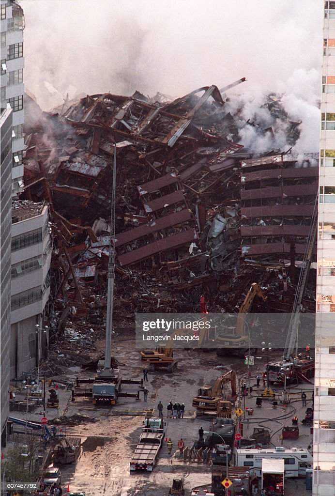 Aftermath of World Trade Center Attacks : News Photo