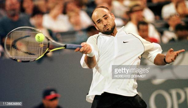 Number eight seeded Andre Agassi of the US hits a forehand to ninth seeded Karol Kucera of Slovokia 07 September at the US Open in Flushing Meadows...
