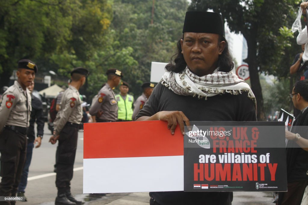 Rally Outside US Embassy in Jakarta Against Air Strike In Syria