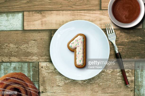 number one cookie in a plate - single object stock pictures, royalty-free photos & images
