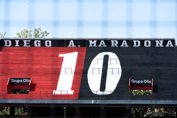 ARG: Fans of Newell's Old Boy Pay Tribute to Diego Maradona