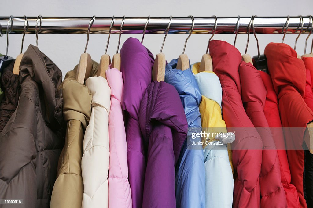 Numerous colorful jackets on a rack : Foto de stock