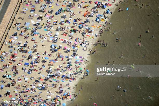 Germany Enjoys Hot Weather Stock Photos and Pictures | Getty