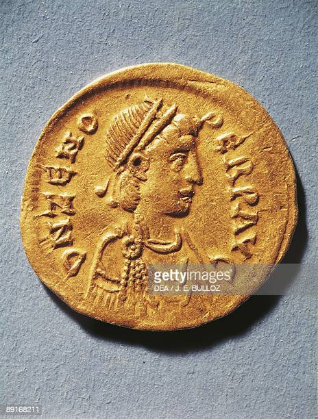 Numismatics Ancient Rome Coin representing Zeno Emperor of the Byzantine Empire