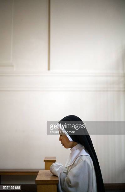 Nun at morning prayers in the chapel at Tyburn Convent London UK Tyburn near Marble Arch was the site of ' The King's Gallows' from 1196 to 1783 It...