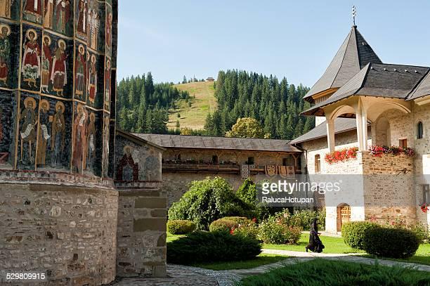 nun at sucevita monastery - moldavia fotografías e imágenes de stock