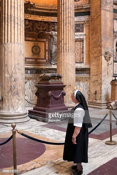 Nonne das Grab des Königs Umberto I