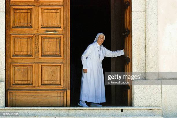 CONTENT] nun close the door of the church