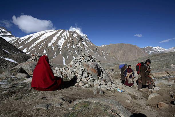 Photos et images de Faithful Make Pilgrimage To Remote