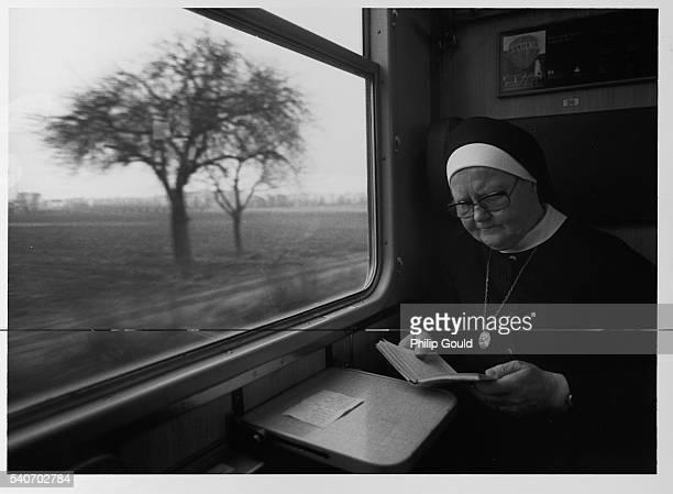 nun on train - nun stock-fotos und bilder