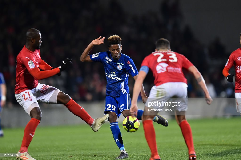 29 EME JOURNEE DE LIGUE 1 CONFORAMA : NÎMES OLYMPIQUE - RACING CLUB DE STRASBOURG ALSACE  - Page 2 Nuno-da-costa-of-strasbourg-and-herve-lybohy-of-nimes-during-the-1-picture-id1131045667