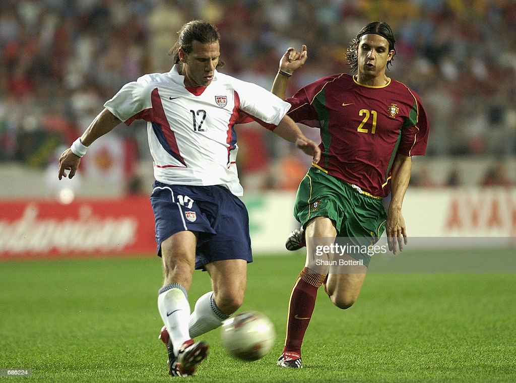 Nuno Gomes of Portugal and Jeff Agoos of USA : News Photo