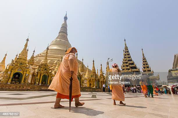 nuns at shwedagon pagoda - merten snijders stock pictures, royalty-free photos & images