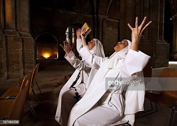 freiras na igreja - freira - fotografias e filmes do acervo