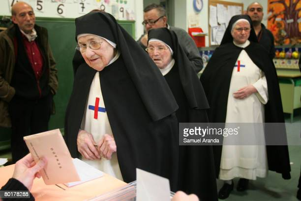 Nuns prepare to cast their ballots during the Spanish general election on March 9 2008 in Madrid Spain Spaniards are flocking to the polls today...