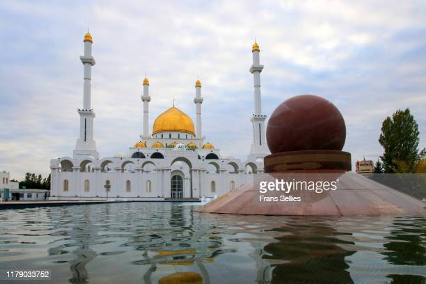nur astana mosque in nur sultan, kazakhstan - nur astana mosque stock pictures, royalty-free photos & images