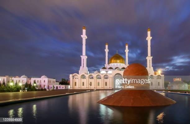 nur astana mosque in the evening in nur sultan, kazakhstan - nur astana mosque stock pictures, royalty-free photos & images