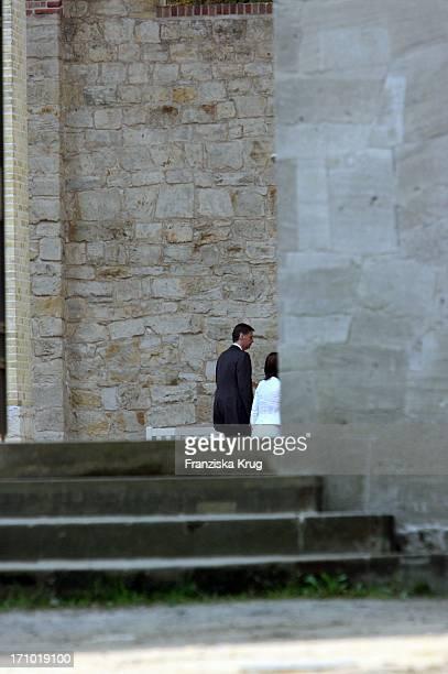 Nur Gegen Freihaltung Jauch Hochzeit Moderator Günther Jauch Und Seine Ehefrau Dorothea Sihler Vorm Standesamt Auf Schloss Belvedere Auf Dem...