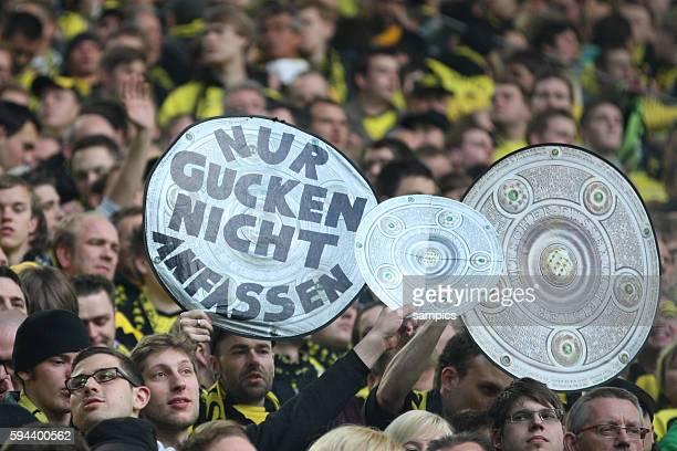 Nur Gucken nicht anfassen Schale Borussia Dortmund feiert die deutsche Fussballmeisterschaft durch den Sieg gegen Mönchengladbach Fussball 1...