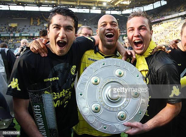 Nuri Sahin freut sich trotz Verletzung mit Dede und Mario Götze uber die Meisterschaft Fussball Bundesliga Deutscher Fussball Meister 2010 / 2011...