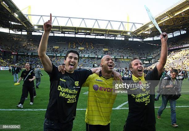 Nuri Sahin Mario Götze Goetze Santos Dede De Deus Fussball Bundesliga Deutscher Fussball Meister 2010 / 2011 Borussia Dortmund nach dem Spiel gegen...