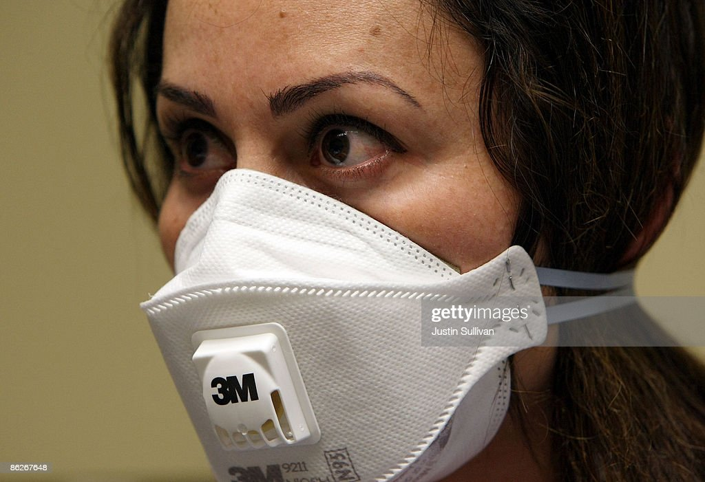 Health Clinic Workers Train Staff For Dealing With Swine Flu Testing : News Photo