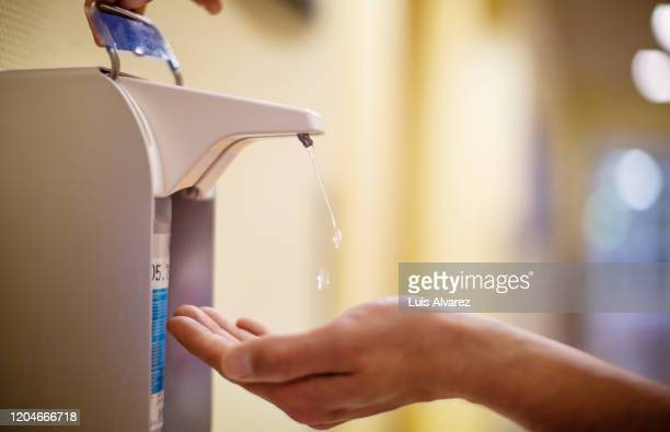 nurse cleaning hands with antiseptic fluid - alcool gel imagens e fotografias de stock